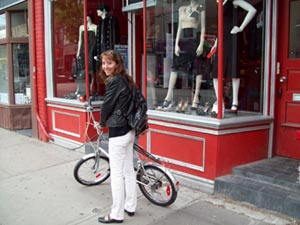 folding bikes are perfect for low speed city cruising, window shopping, crowded market streets, discovering new neighbourhoods